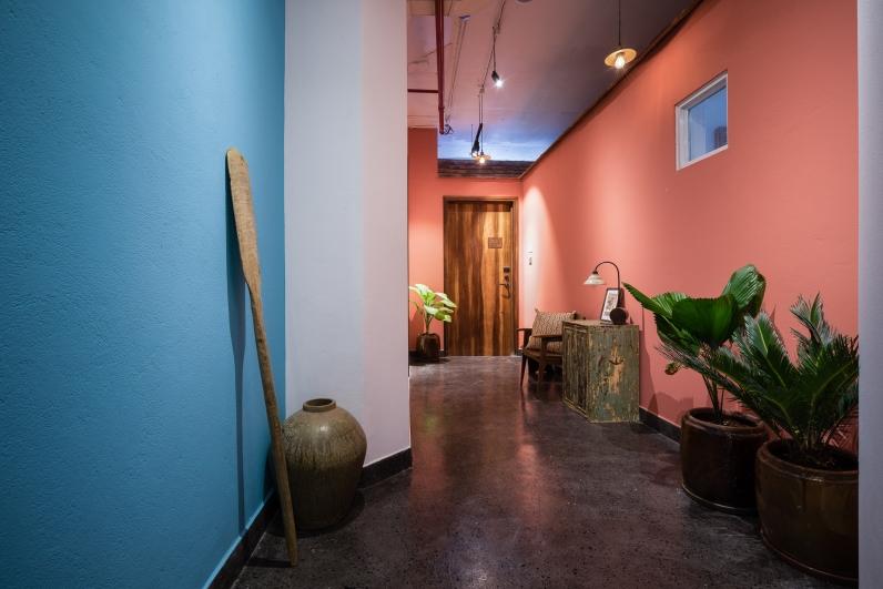 room - traditional decor pink wall hallway