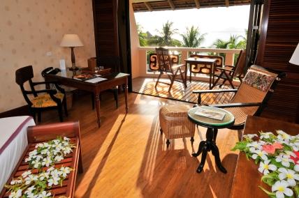 tahiti - interior suite with view